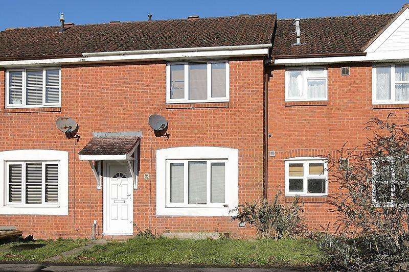 3 Bedrooms Terraced House for sale in Chapel River Close, Andover, SP10 3UE