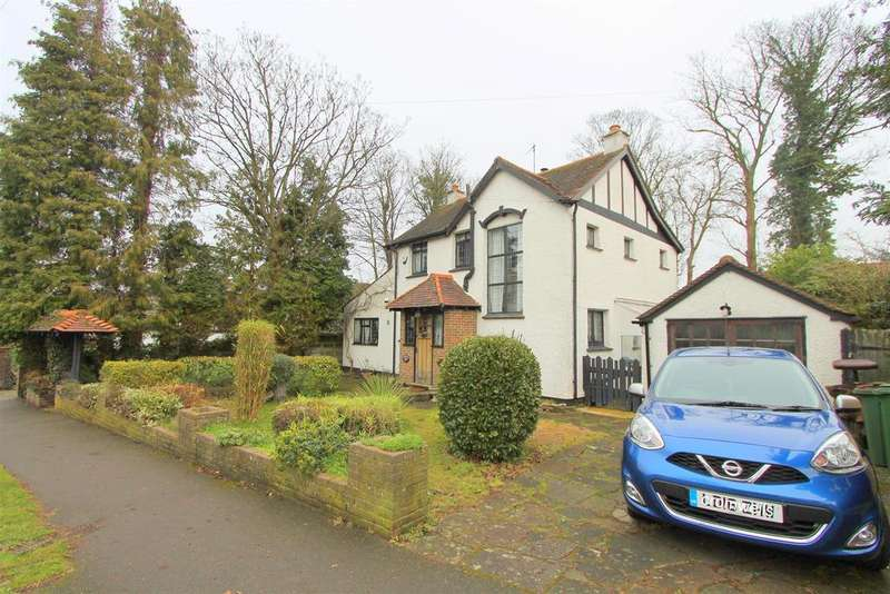 3 Bedrooms Detached House for sale in Boundary Road, Wallington