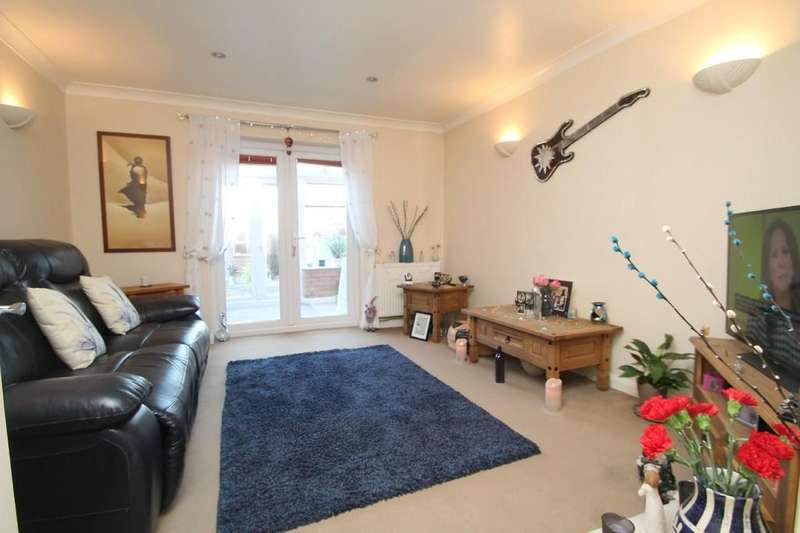 2 Bedrooms Terraced House for sale in Turner Close, Cleveland Park, Aylesbury