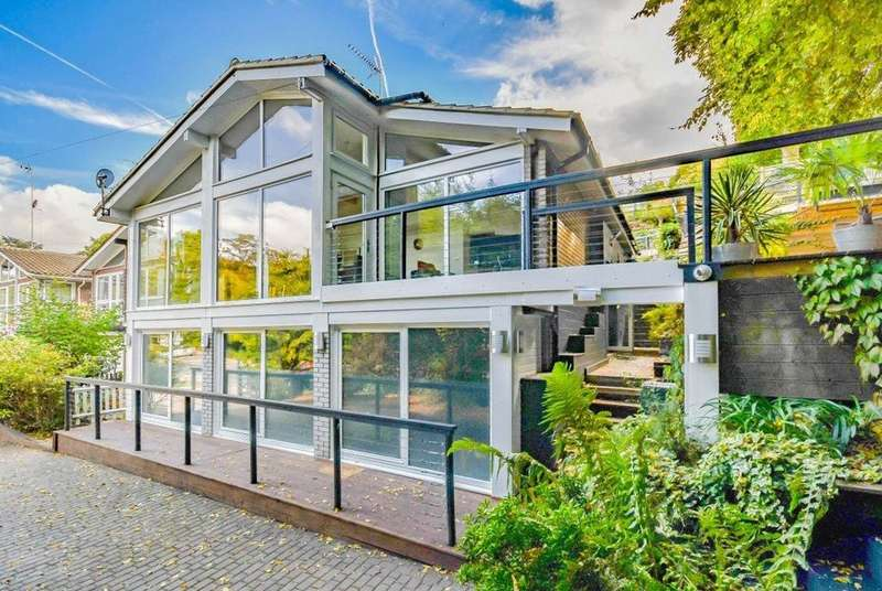 4 Bedrooms Detached House for sale in Great North Road, Welwyn, Hertfordshire