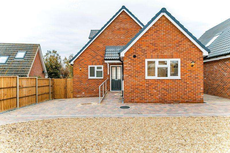 3 Bedrooms Chalet House for sale in Stoke Road, Bletchley