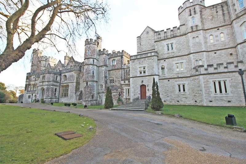 4 Bedrooms Penthouse Flat for sale in Netley Castle, Netley Abbey, Southampton, SO31 5FA