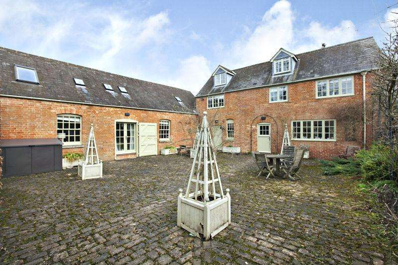5 Bedrooms Barn Conversion Character Property for sale in Buckingham, Buckinghamshire