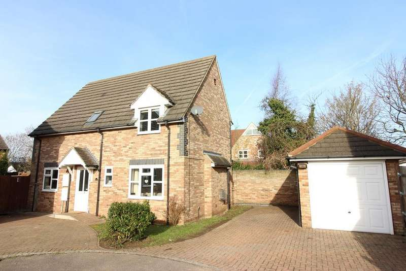 3 Bedrooms Detached House for sale in Pinemead, Shefford, SG17