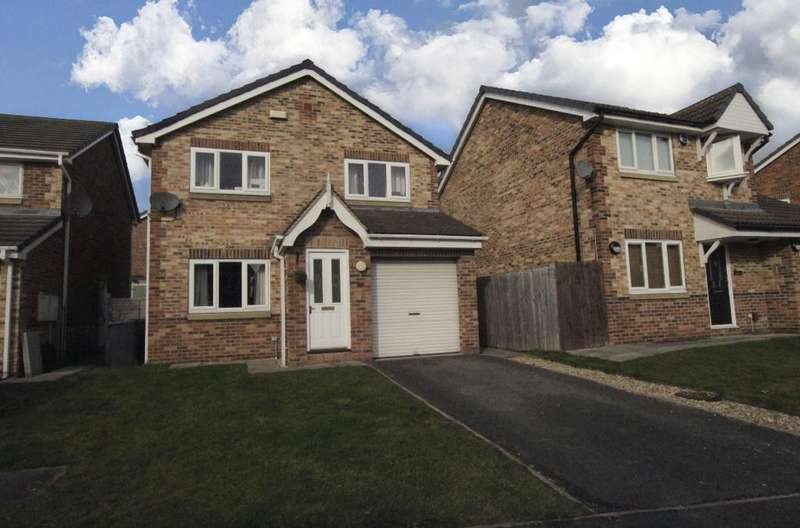 3 Bedrooms Detached House for sale in Greenfields, HECKMONDWIKE