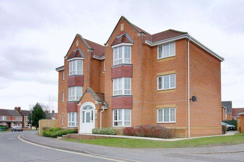 2 Bedrooms Apartment Flat for sale in Colebrook Way, Andover
