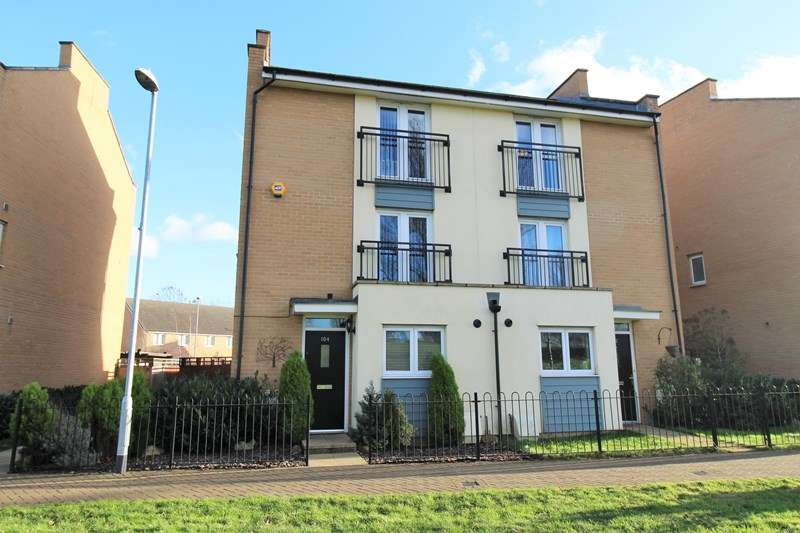4 Bedrooms Semi Detached House for sale in Clenshaw Path, Basildon