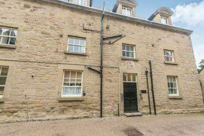2 Bedrooms Flat for sale in Croxwold House, Wynnstay Hall Estate, Wrexham, Wrecsam, LL14
