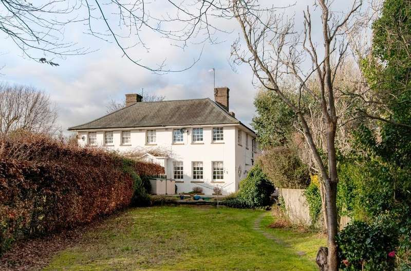 4 Bedrooms House for sale in Manor Road North, Seaford, East Sussex, BN25 3RA