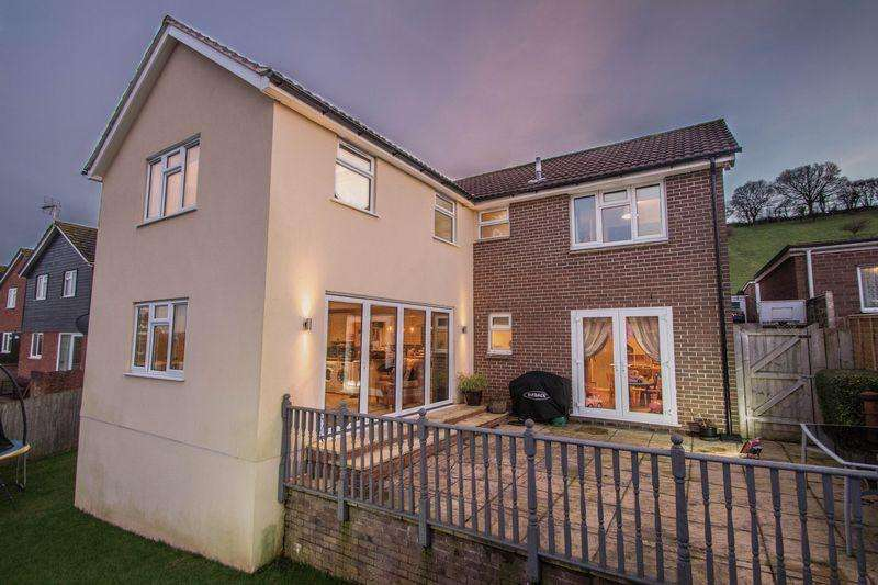 5 Bedrooms Detached House for sale in Greenway, Crediton
