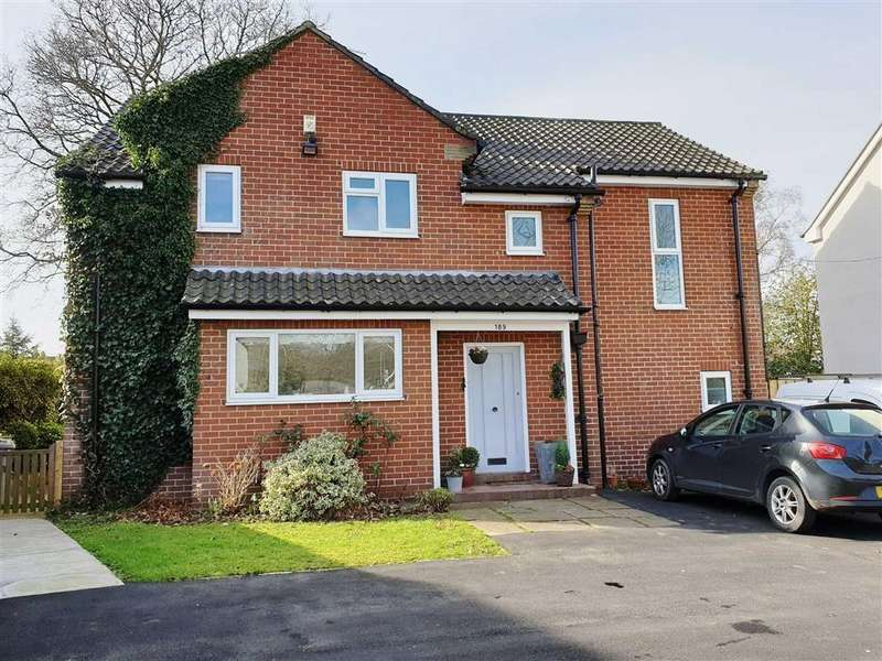 5 Bedrooms Detached House for sale in Wilmslow Road, Handforth