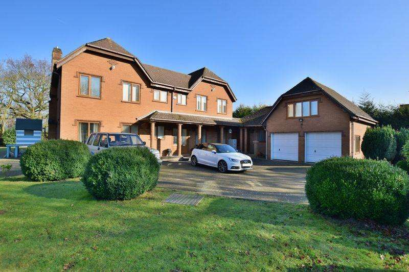 4 Bedrooms Detached House for sale in Thorpe Lane, South Hykeham, Lincoln