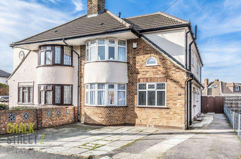 3 Bedrooms Semi Detached House for sale in Benhurst Avenue, Hornchurch, RM12