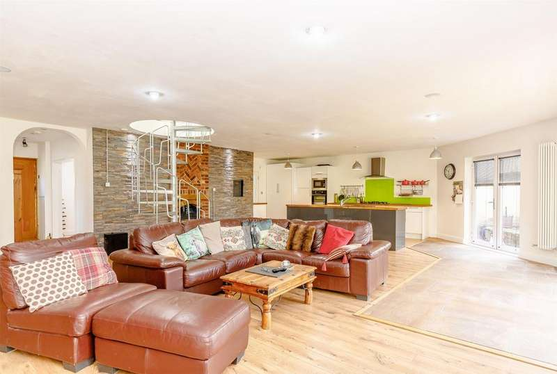 4 Bedrooms Detached House for sale in High View, HITCHIN, Hertfordshire