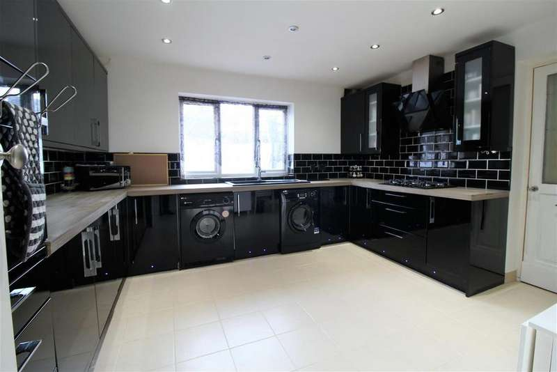 3 Bedrooms Semi Detached House for sale in Wellhouse Close, Luton