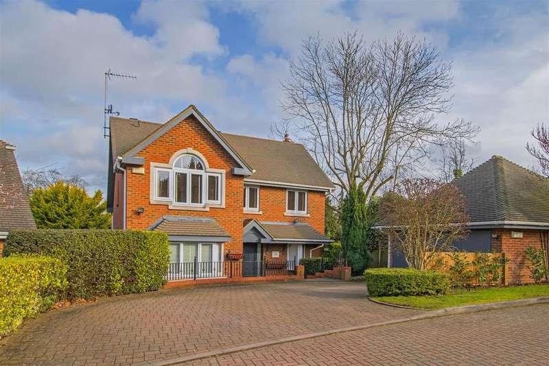 4 Bedrooms Detached House for sale in Blattner Close, Elstree, Borehamwood