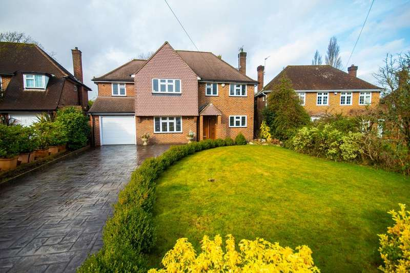 4 Bedrooms Detached House for sale in Old Hall Close, Pinner, Middlesex HA5