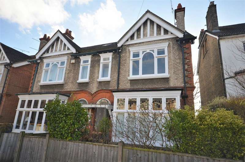 5 Bedrooms Semi Detached House for sale in The Fairfield, Farnham