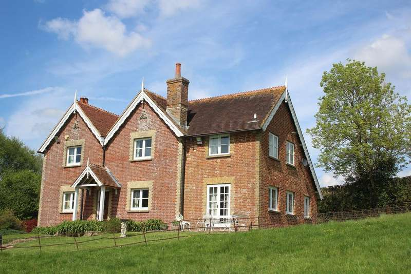 4 Bedrooms Detached House for sale in FIVE ASHES TN20