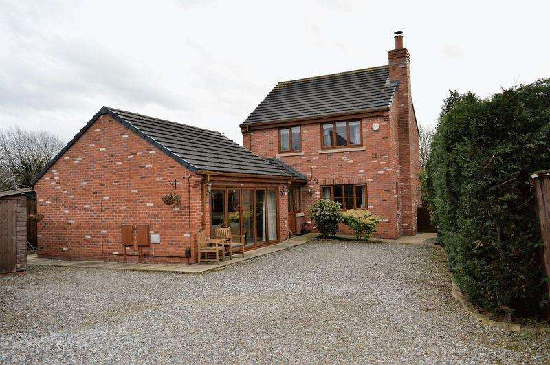 4 Bedrooms Detached House for sale in Church Lane, lowton, WA3 2AS