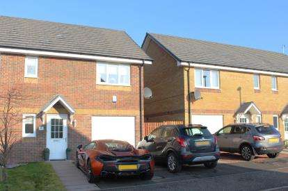 3 Bedrooms Semi Detached House for sale in Gatehead Wynd, Bishopton