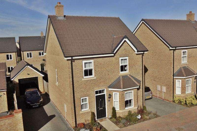 4 Bedrooms Detached House for sale in Dodimead Way, Biggleswade