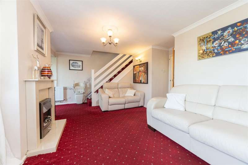 3 Bedrooms Terraced House for sale in Dale Close, Dunstable, Bedfordshire