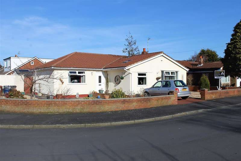 4 Bedrooms Semi Detached Bungalow for sale in Rockburgh Crescent, Walmer Bridge, Preston