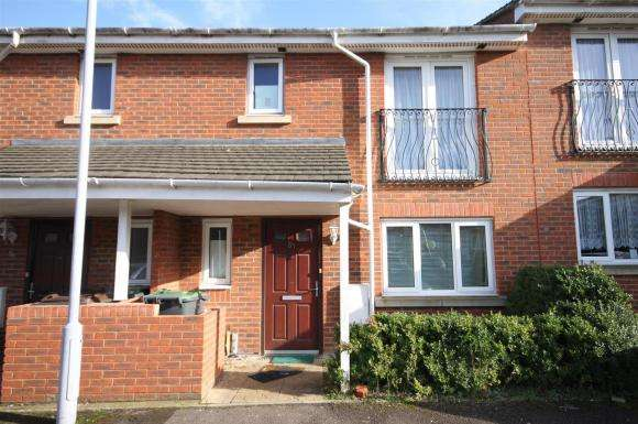 3 Bedrooms Property for sale in Primrose Close, Luton