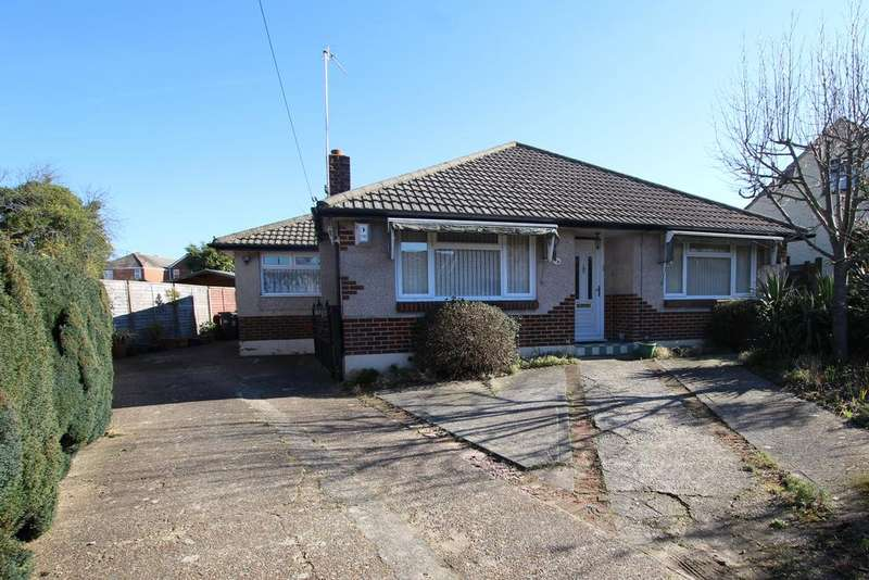 3 Bedrooms Detached Bungalow for sale in Bear Wood BH11