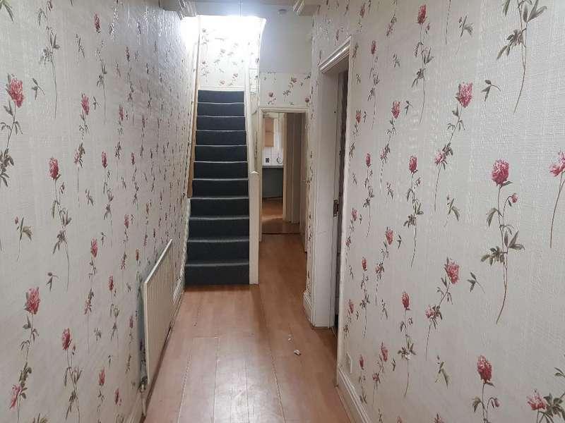3 Bedrooms Terraced House for sale in East Street, Rochdale, OL16 2EG