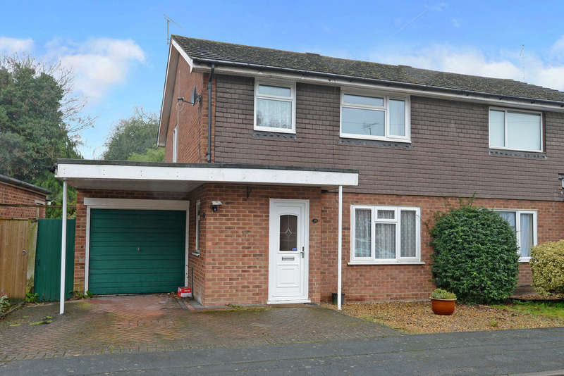 3 Bedrooms Semi Detached House for rent in Chillingham Way, Camberley