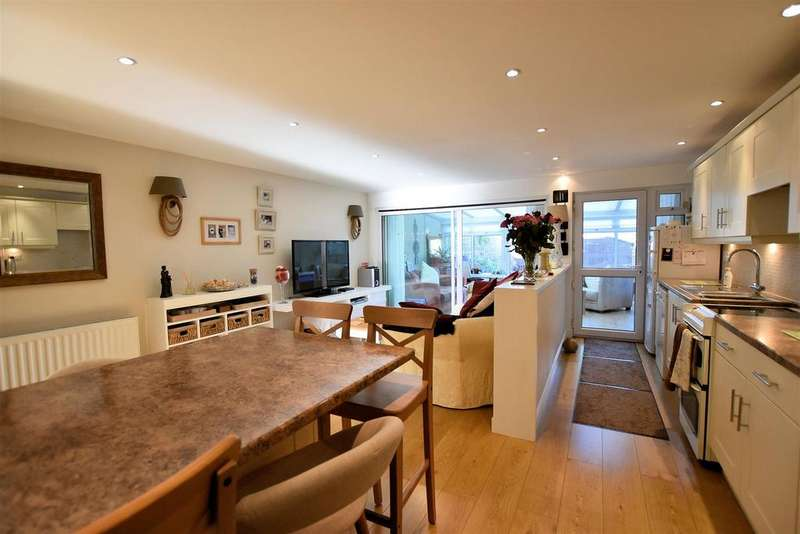 3 Bedrooms Terraced House for sale in Maple Close, Sonning Common, Reading