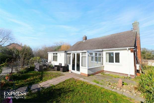 3 Bedrooms Detached Bungalow for sale in Cogshall Lane, Comberbach, Northwich, Cheshire