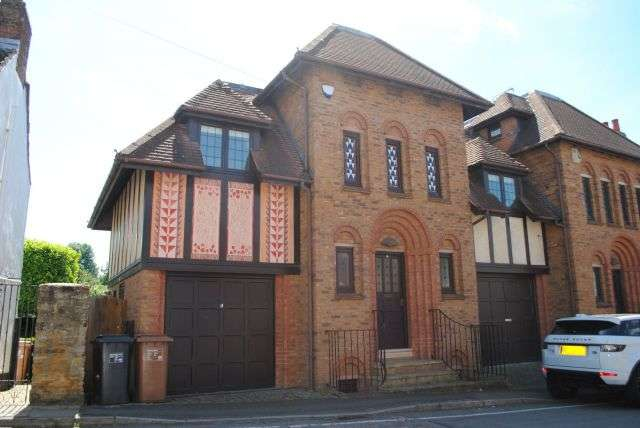 4 Bedrooms Semi Detached House for sale in Manor Road, Kingsthorpe Village, Northampton NN2 6QJ
