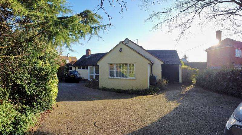 3 Bedrooms Detached Bungalow for sale in MOAT LANE, PRESTWOOD