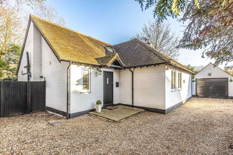4 Bedrooms Detached Bungalow for sale in Money Row Green, Maidenhead, SL6