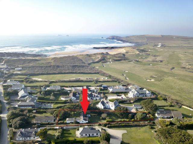 3 Bedrooms Detached House for sale in Constantine Bay