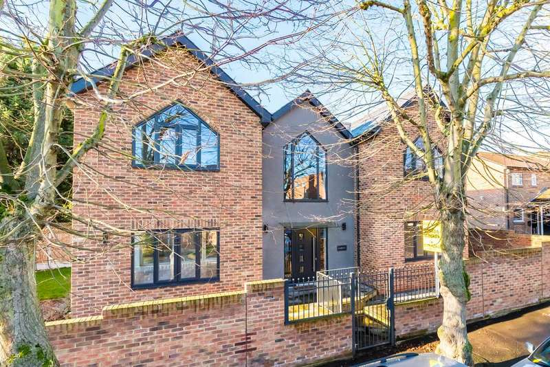 4 Bedrooms Detached House for sale in Falmouth Avenue, Chingford, London E4