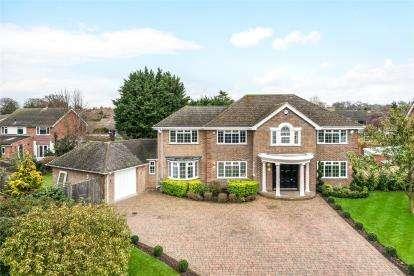 5 Bedrooms Detached House for sale in Larchdene, Farnborough Park, Kent