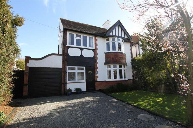 4 Bedrooms Detached House for sale in Crescent Road, Leigh-On-Sea