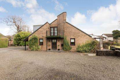 3 Bedrooms Detached House for sale in Kirk Road, Beith