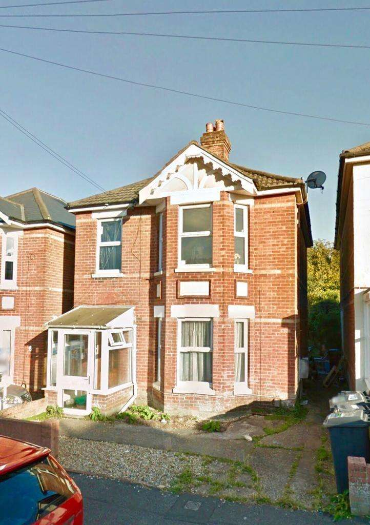 6 Bedrooms House for rent in Sedgely Road, Bournemouth,