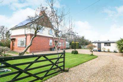 3 Bedrooms Detached House for sale in Badgers Rake Lane, Ledsham, Cheshire, CH66