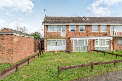 2 Bedrooms Maisonette Flat for sale in Bluebell Close, Flitwick, Beds, Bedfordshire