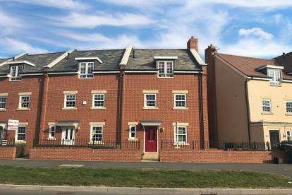 4 Bedrooms End Of Terrace House for sale in Planets Way, Biggleswade, Bedfordshire
