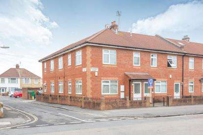 2 Bedrooms Flat for sale in Greenfield Court, 465 Southmead Road, Bristol