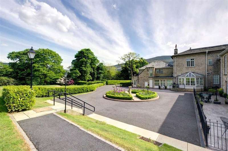 2 Bedrooms Apartment Flat for sale in Hollyville, Holmfirth Road, Greenfield, Saddleworth, OL3