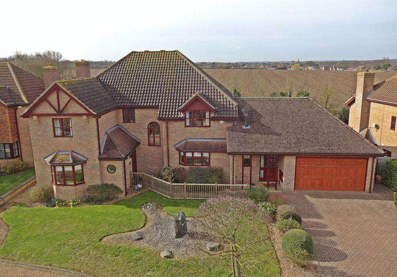5 Bedrooms Detached House for sale in Berberry Drive, Flitton