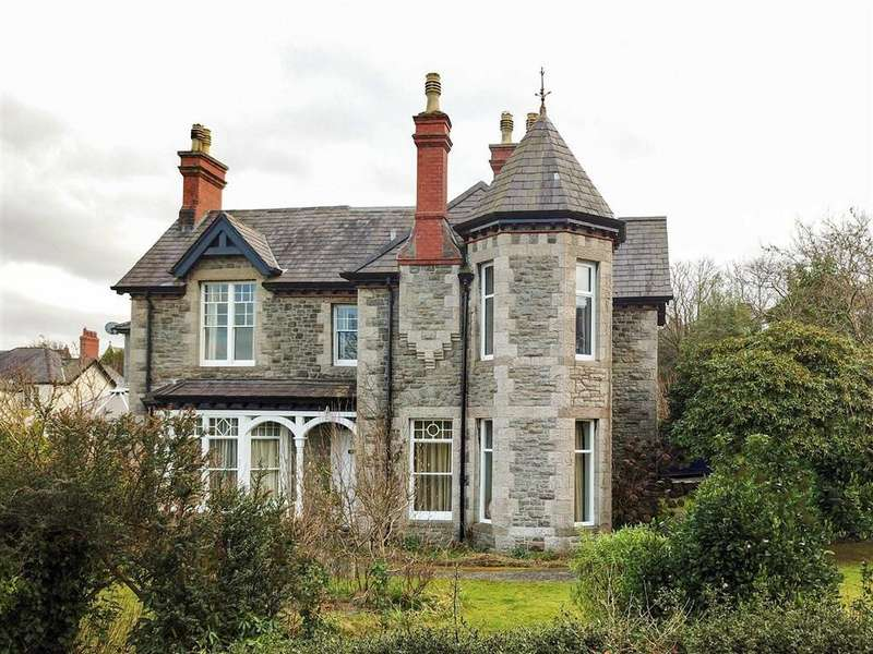 5 Bedrooms Detached House for sale in Lon Efelyn, Bangor, Gwynedd